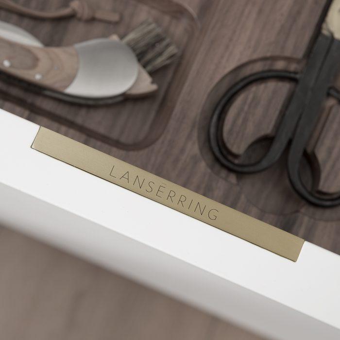Lanserring-luxuy-kitchen-drawer-badge-with-walnut-drawer-interior
